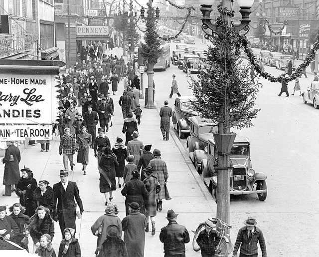 Christmas Shopping in the 1930s